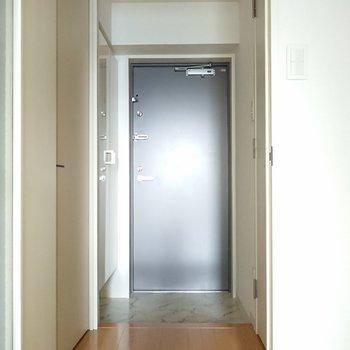 玄関も広め。※写真は通電前のものです