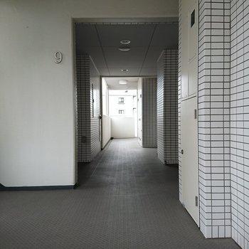 廊下はきれいに整備されてます。