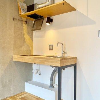 こちら無造作キッチン。※クリーニング前の写真です