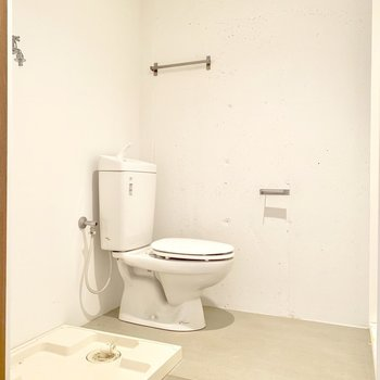 トイレ・洗濯機置き場の脱衣スペースはゆったり。