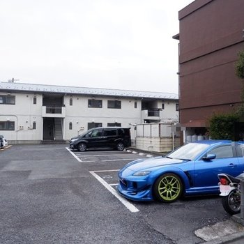 駐車場もご利用いただけますよ。