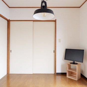 【洋室6帖】ここにはテレビなどを置いて憩いの場にしようかな。