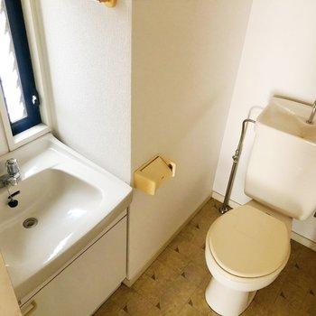 その横にトイレ。