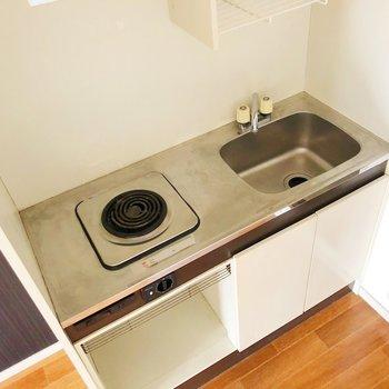 後ろに調理場を作れば料理の幅も広がりそう。電気コンロで火事の危険も少なくていい。