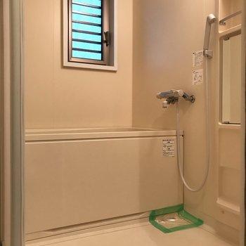 浴室広めです。