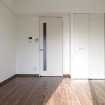 6帖の居住部分(※写真は10階の同間取り別部屋のものです)