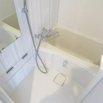 お風呂も綺麗で広いですね(※写真は10階の同間取り別部屋のものです)
