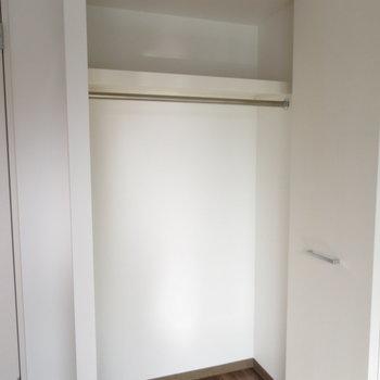 1人用のクローゼット(※写真は10階の同間取り別部屋のものです)