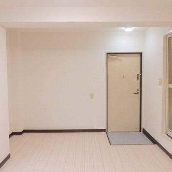 玄関入ってすぐ洋室です。(※写真は4階の同間取り別部屋のものです)