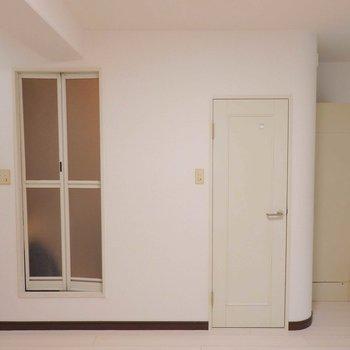 お風呂とトイレは別スペース。(※写真は4階の同間取り別部屋のものです)