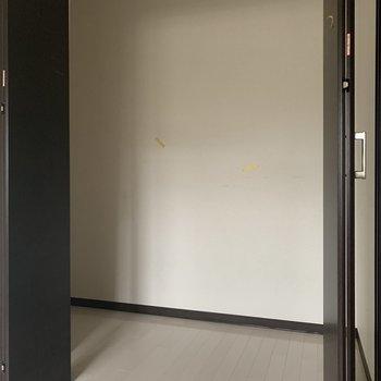 奥行きのある大容量の収納スペース※写真は通電前・クリーニング前のものです