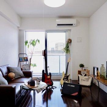 ブラウンでシックな雰囲気が良いですね。※家具はサンプルです