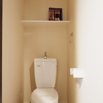 バス・トイレは別で設備面整っています。※家具はサンプルです