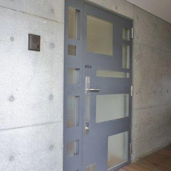 お部屋のドアも個性的。