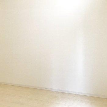 壁寄せで家具を置きやすいね。