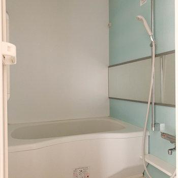 浴室乾燥、追い炊き、サウナ付きのお風呂です。