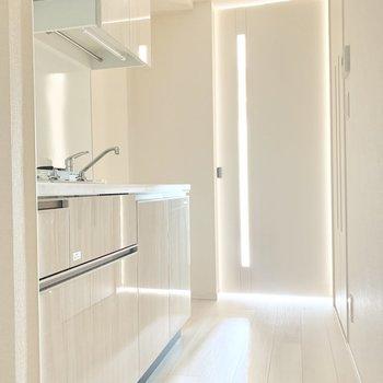 キッチンは真っ白。