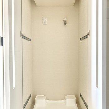 冷蔵庫は廊下横に。収納もできます。※通電前のため一部フラッシュを使用しています