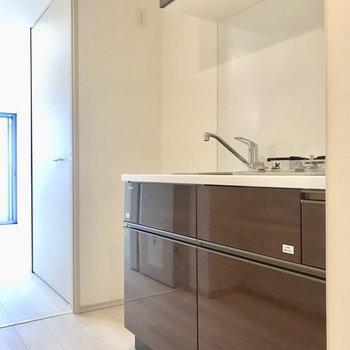 冷蔵庫はキッチン奥スペースに。