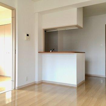 白のお部屋は清潔感がありますね◎(※写真は4階の反転間取り角部屋のものです)