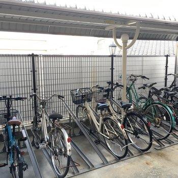 病院の駐輪場は別にあってオートロックの先にあるので、安心して自転車を置けますね。