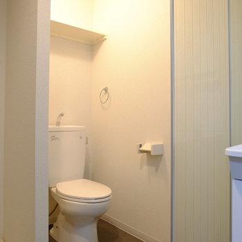トイレの開放感がすごい... (※写真は9階の同間取り別部屋のものです)