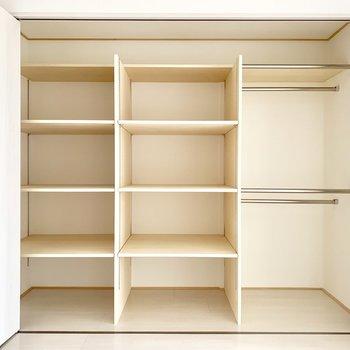 クローゼットは大容量!整頓して収納できます。