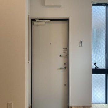 コンパクトな玄関※写真は前回募集時のものです