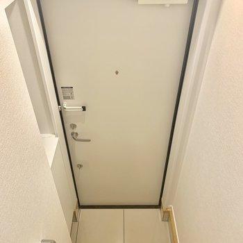 【1階】コンパクトな玄関