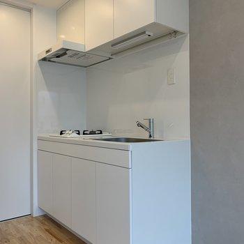 【2階】白色のキッチン
