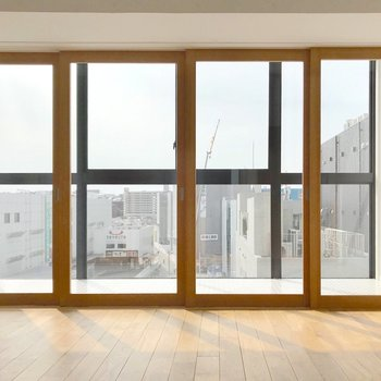 サンルームの手前には、ガラスのスライドドア。開放的!