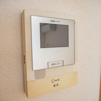 TVモニタ付きドアホンで一安心※写真は1階の同間取り別部屋のものです