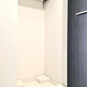 洗濯パンは扉で隠せてスッキリ!