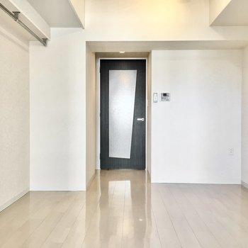 白ベースのシンプルな空間。