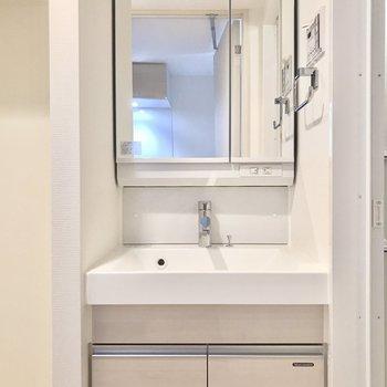 洗面台もあります。