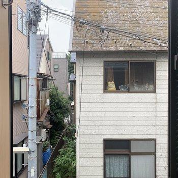 窓からはお迎えさんが見えます