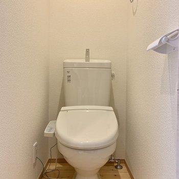 トイレも無垢床で気持ち良い