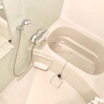 お風呂の壁は薄いグリーン。落ち着きます。