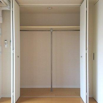 【洋室】収納の容量も十分ですね。