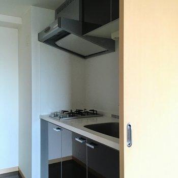 【LDK】キッチンは引き戸で仕切れます。