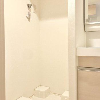 洗濯機置き場は脱衣所に。脱いだらすぐポイ!