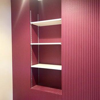 横の棚には小物置きたいな〜!