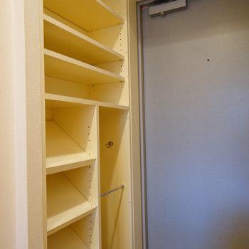 下駄箱もしっかり!※写真は3階の反転似た間取り別部屋のものです