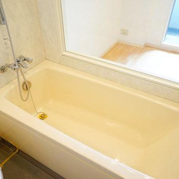 お風呂がこんなに広い!※写真は3階の反転似た間取り別部屋のものです