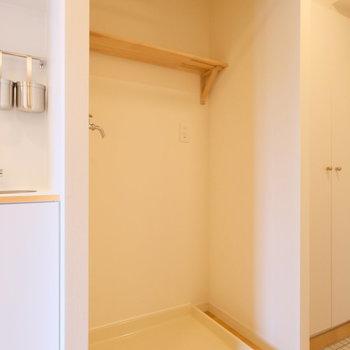 洗濯置き場もきれいにお化粧直し。可愛らしくて便利なブラケット棚が付きます!