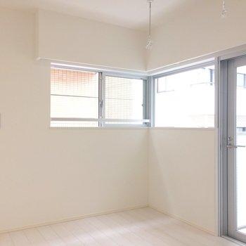 白が眩しいお部屋です。※写真は3階の同間取り別部屋のものです