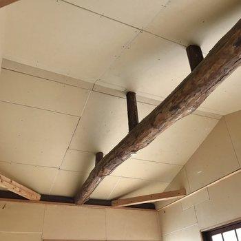 天井の梁がたまらない…!