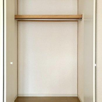 収納はこちらのみ。ひとり暮らしにはちょうどいいかな!(※写真は1階の反転間取り別部屋、モデルルームのものです)