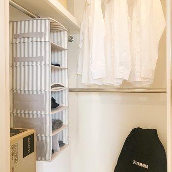 【bedroom】ウォークインクローゼットなので物が多い方でも安心ですね。※写真は8階の反転間取り別部屋、家具はサンプルとなります