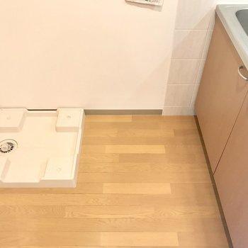 冷蔵庫は左手に。※写真は2階の反転間取り別部屋のものです